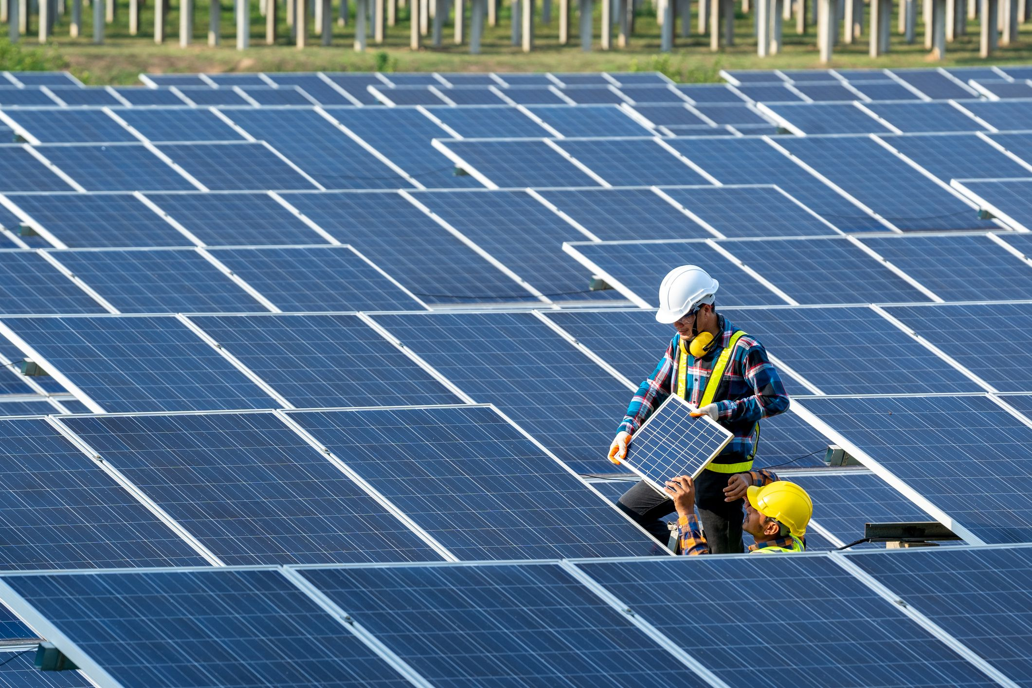 Thinking About Going Solar? 5 Questions To Ask For The Right Installer